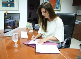 Bettina Romero acompaña la formalización de trabajadores comprometidos con la niñez