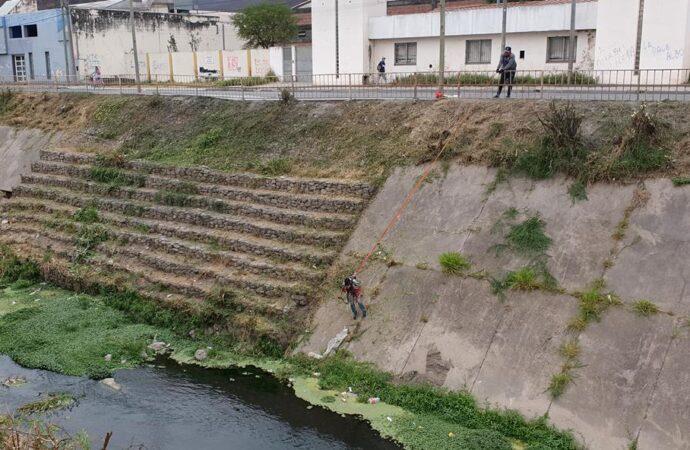 Limpieza en el canal Yrigoyen