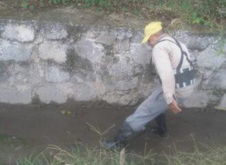 Limpieza en canales de la zona sur